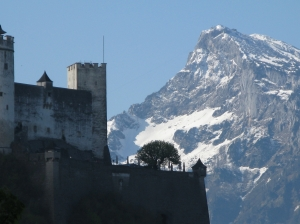 Festung_Hohensalzburg-Untersberg_mountain